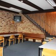 Ein Blick in den gemütlichen Seminar- und Aufenthaltsraum des Selbstversorgerhauses